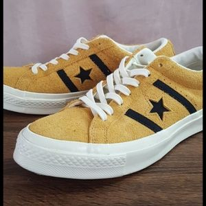 Men's 8.5 Yellow Low-Top Converse Academy